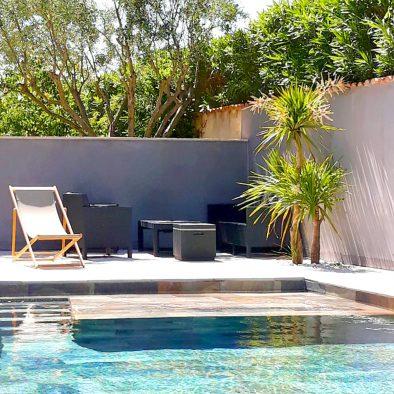 Salon piscine appartement